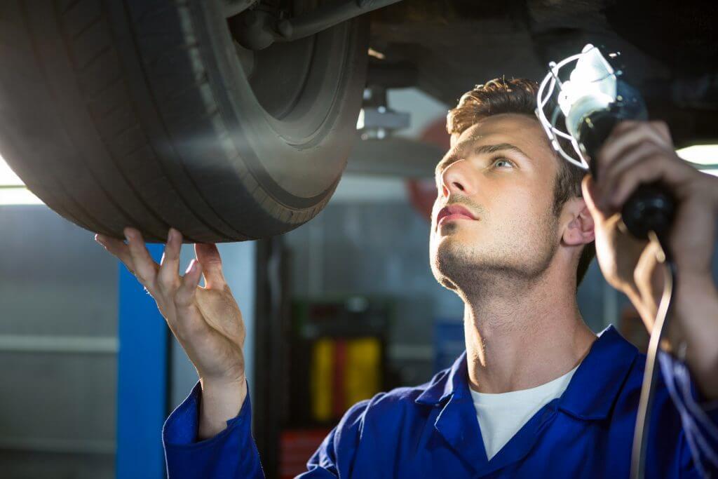 sprawdzanie podwozia samochodu używanego